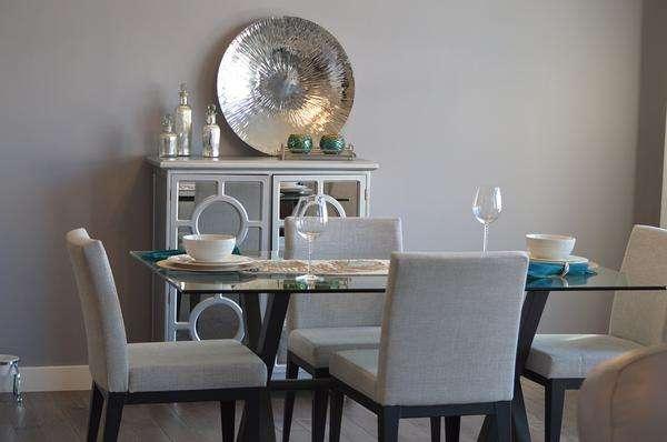 proste krzesła do jadalni tapicerowane