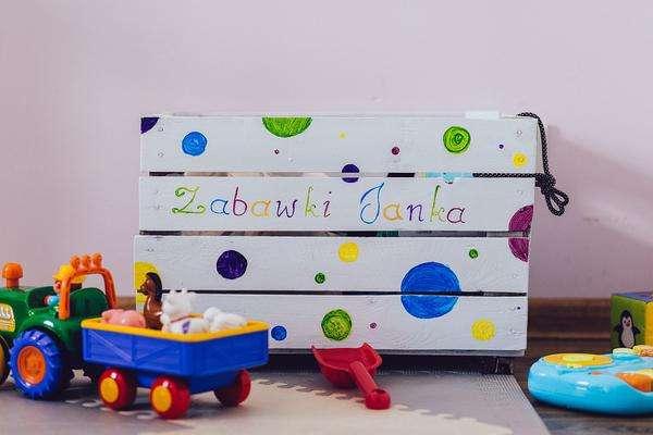 skrzynki drewniane na zabawki