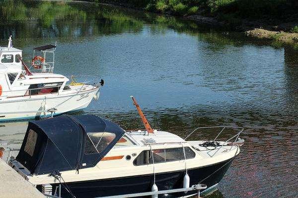 legalny wynajem łodzi bez uprawnień na mazurach
