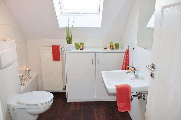 wilgocioodporne listwy przypodłogowe do łazienki
